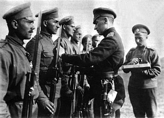 Frīdrihs Briedis - Fridrihs Briedis presents awards to his soldiers. (1916)