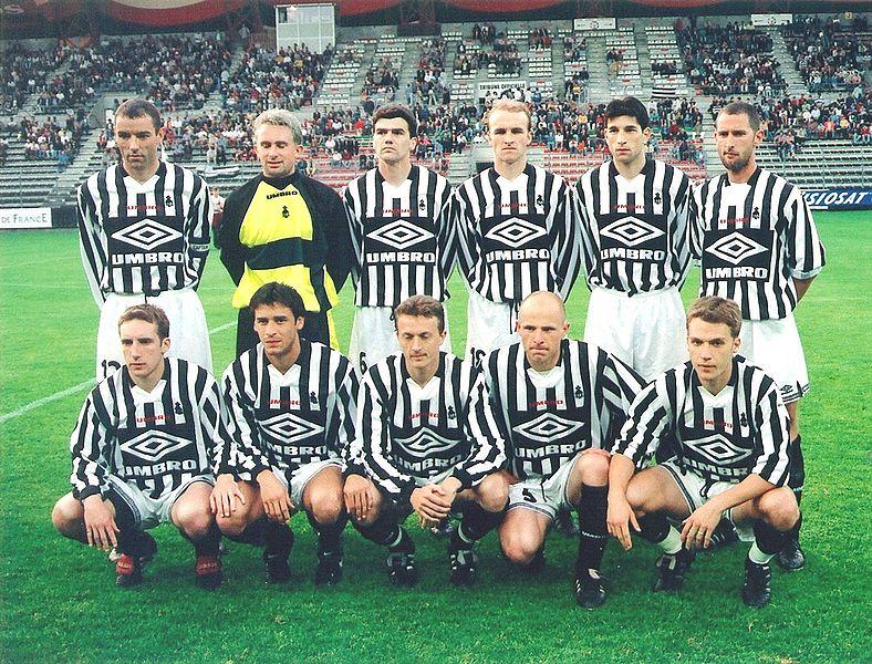14 Timnas Tangguh yang Tidak Diakui FIFA 788px-Brittany_team_v_Cameroon_%2821_May_1998%29