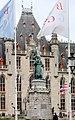 Bruges, the Provinciaal Hof, statue of Jan Breydel & Pieter de Coninck.JPG