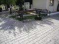 Bucuresti, Romania, Cimitirul Eroii Revolutiei (caini de cimitir)(1).JPG