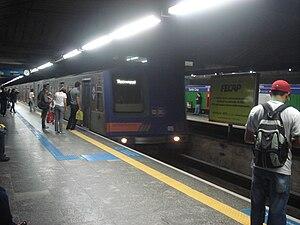 Line 1 (São Paulo Metro) - Image: Budd Mafersa na Estação Santa Cruz Linha 1 Azul do Metrô de São paulo