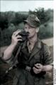 Bundesarchiv Bild 101I-682-0026-22, Russland, Soldat beim Trinken Recolored.png