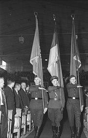 Bundesarchiv Bild 183-24000-0483, Berlin, IV. SED-Parteitag, Flaggengruppe kasernierte Volkspolizei