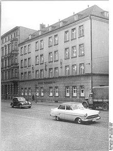 Bundesarchiv Bild 183-69837-0003, Magdeburg, Bekleidungswerk Bormann.jpg