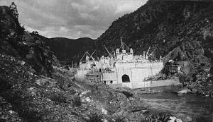 Burrinjuck Dam - Burrinjuck Dam, under construction, in 1911.
