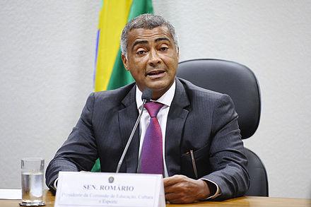 Romário discursando na comissão de Educação a387bd22ad469
