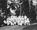COLLECTIE TROPENMUSEUM Groepsfoto van planters van de Deli Maatschappij Medan TMnr 60022974.jpg