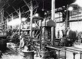 COLLECTIE TROPENMUSEUM West-Java Tjipetir arbeiders bedienen de machines die de guttapercha wassen en persen TMnr 60020167.jpg