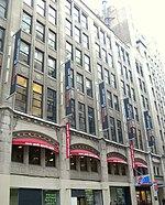CUNY Graduate School voor Journalistiek in de gerenoveerde voormalige hoofdkwartier van de oude New York Herald Tribune op West 40th Street