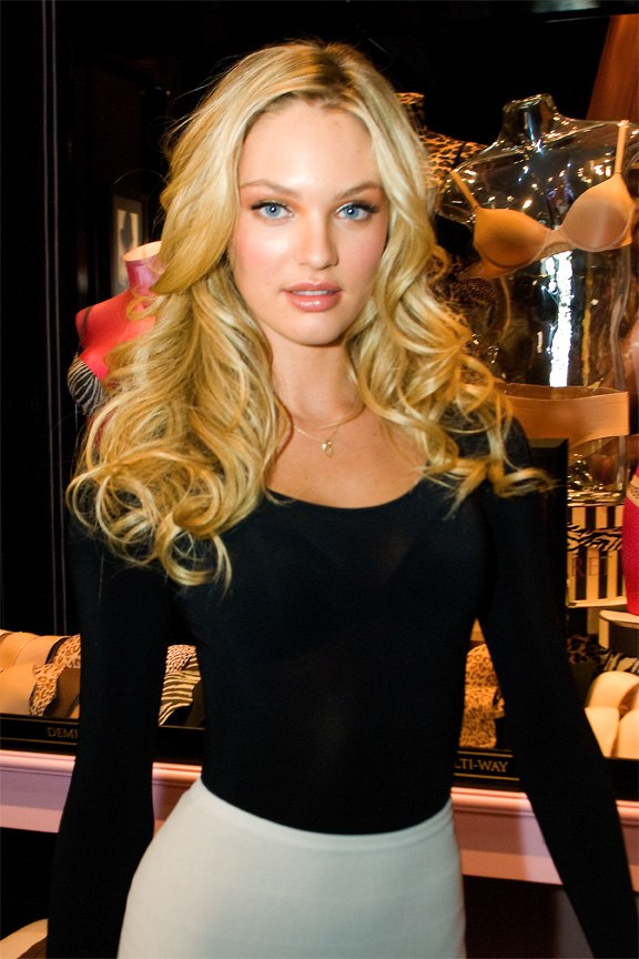 Candice-Swanepoel 2010-03-31 VictoriasSecretStoreChicago photo-by-Adam Bielawski