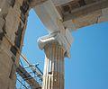 Capitell jònic dels propileus, Acròpoli d'Atenes.JPG