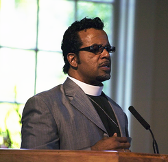 Carlton Pearson speaking square crop.png