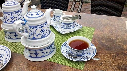 Blau-weißes Teeservice mit Tee in Carolinensiel, 26409 Wittmund, Niedersachsen Germany (Ostfriesische Teekultur)