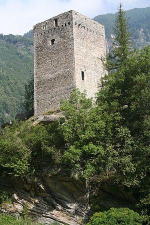 Bregaglia - Image: Castelmur Turm von SE2