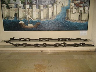 Boom (navigational barrier) - Image: Chain Bosphorus