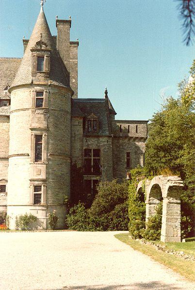 Vue d'une parite de la façade du Château des Ravalet à Tourlaville