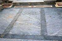 Cimitero di fiesole, cappella dupré, tomba di giovanni dupré accanto alla moglie e alla figlia luisina.jpg