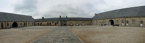 Citadelle de Port-Louis (3) - Cour intérieure.jpg