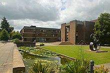 Entrée du Cmglee Cambridge Churchill College.jpg