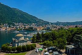Como cityscape and lakefront from Monumento ai Caduti.jpg