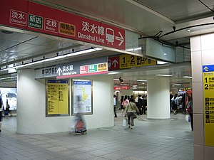 Concourse of MRT Taipei Main Station.JPG