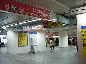 Tamsui–Xinyi line - Image: Concourse of MRT Taipei Main Station