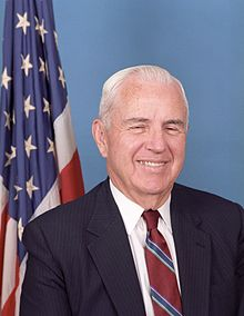 Kongresano William F. Nichols Official Portrait, 1986.jpg