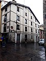 Cruce Canton de Santa Maria con Calle de Santo Domingo, edificio antiguo.jpg