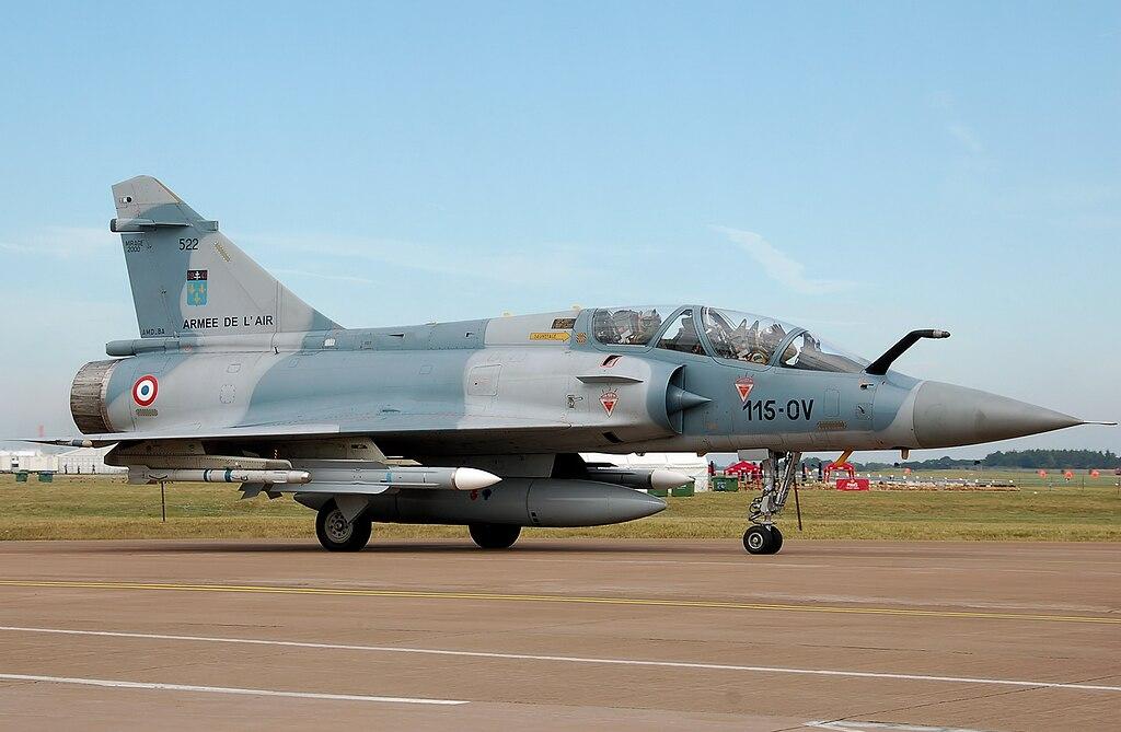 المقاتله الفرنسيه Dassault Mirage 2000  1024px-Dassault_Mirage_2000B_115-OV_at_RIAT_2010_arp
