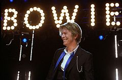 David-Bowie Chicago 2002-08-08 photoby Adam-Bielawski.jpg