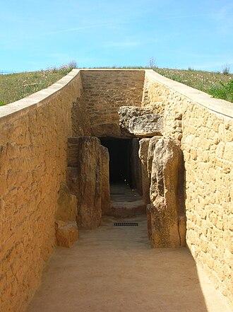 Dolmen de Viera - The entrance to the Dolmen de Viera.