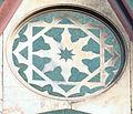 Duomo di firenze, medaglioni intarsiati in marmi nei timpani delle finestre sui fianchi 12,2.jpg