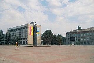 Dniprodserschynsk: Dzierżyński-Platz mit Dzierżyński-Denkmal 2010