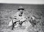 ETH-BIB-Jäger mit geschossener Löwin-Kilimanjaroflug 1929-30-LBS MH02-07-0371.tif