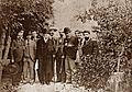 El poeta Vicente Medina (primero a la derecha de la foto) con Emilio Castelar, José García-Vaso y otros amigos.jpg