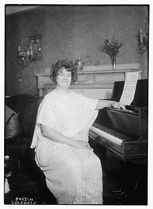 Eleonora de Cisneros - Cisneros in 1919