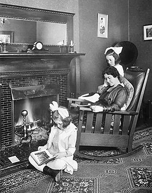 Emma Dunn - Emma Dunn with daughters Helen (left) and Dorothy (1915)
