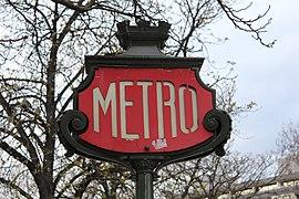 281f7aba5cd Aménagement des stations du métro de Paris — Wikipédia