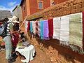 Exposition de tissus en soie naturelle à Fonohasina, village des tisserands royaux.JPG