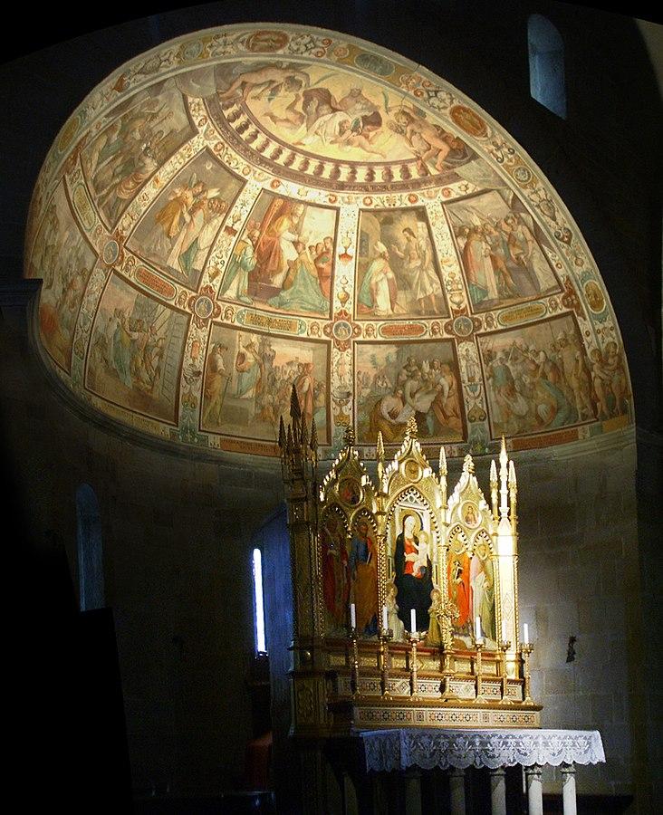 フィエーゾレ・ドゥオーモ内部  主祭壇とアプシス