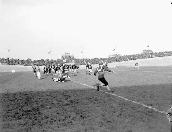Football game between the 4th Canadian Armoured Division Atoms and the 1st Canadian Army Red and Blue Bombers