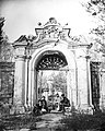 Foreigners take photos in front of the garden gate in xiyanglou.jpg
