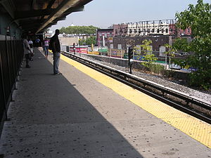 Franklin Avenue–Fulton Street (New York City Subway) - Platform awaiting shuttle train