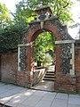 Gate on the Forbury - geograph.org.uk - 2090287.jpg