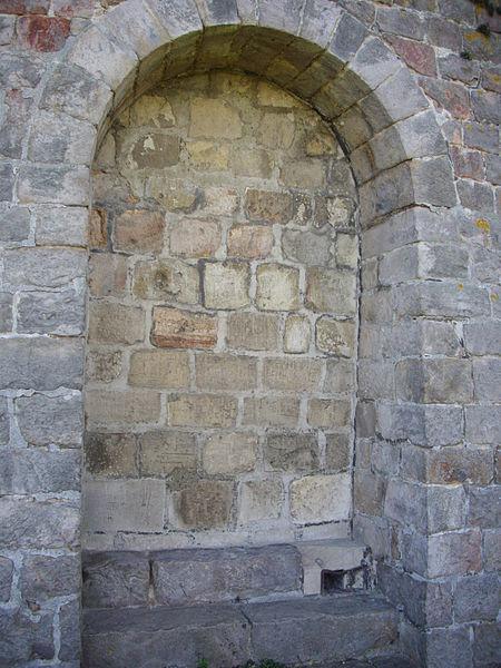 Guise castle (Aisne, France): keep, walled door