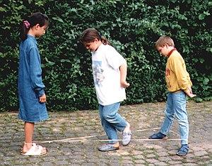 Chinese jump rope - Image: Gummitwist 1998Kinder 1