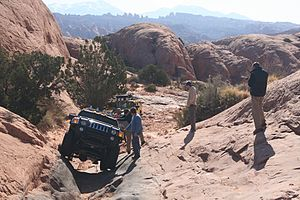 Rock crawling - Image: H3 in use