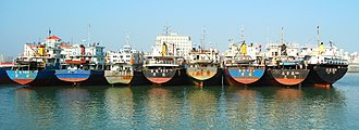 Haikou New Port - Image: Haikou New Port various boats and ships 05