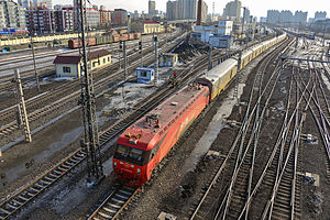Beijing–Harbin Railway - An HXD3D train in Harbin.