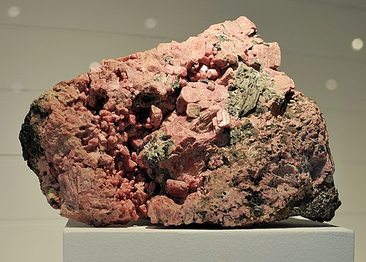 Harvard Museum of Natural History. Rhodonite. Franklin, Sussex Co., NJ (DerHexer) 2012-07-20
